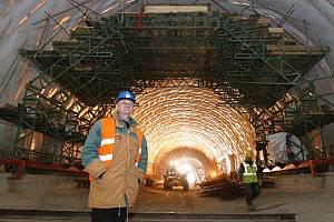 Práce na radejčínském tunelu v polovině března roku 2011.
