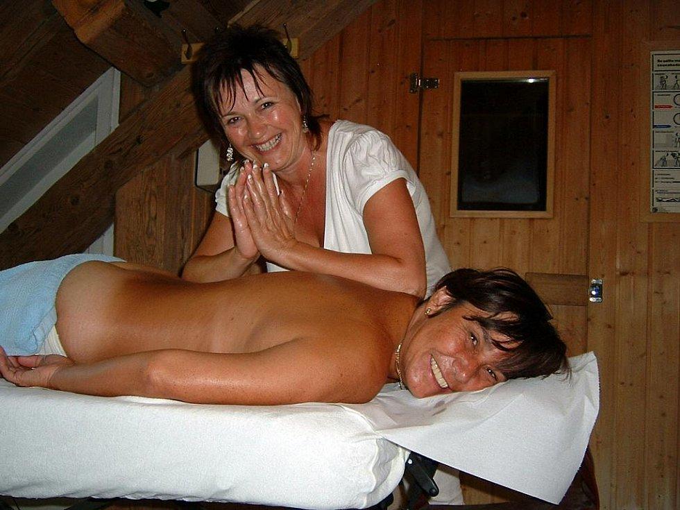 Masérka Eva Jelenová poskytla ztuhlému svalstvu úlevu.