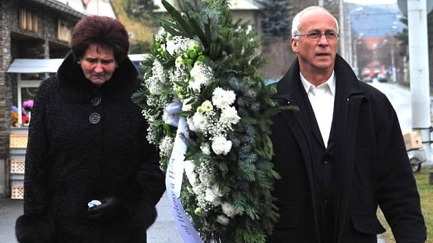 PoNa pohřeb Romana Housky dorazila i bývalá koulařka Helena Fibingerová.