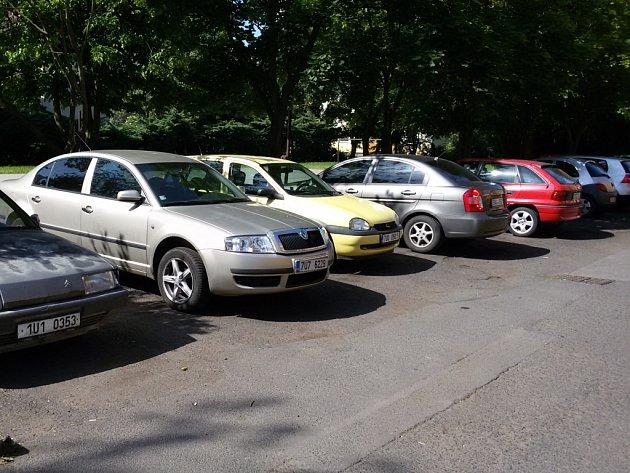 Parkování u pěší zóny.