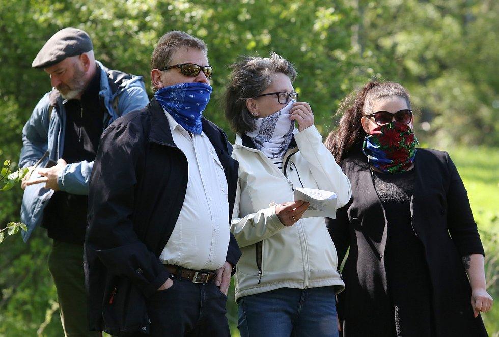 Sousedské setkání na hranicích na louce mezi německou vsí Oelsen a obcí Krásný les proběhlo v sobotu 16. května odpoledne.