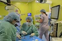 Ústečtí lékaři provedli unikátní operaci zeleného zákalu