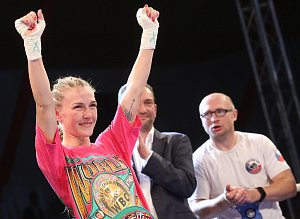Fabiána Bytyqi si splnila sen. Ústecká boxerka zvládla životní bitvu v ringu a stala se profesionální světovou šampionkou prestižní organizace WBC.