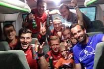 Fotbalisté Brné měli po cestě ze Šluknova důvod k oslavě.