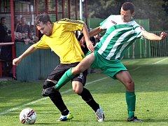 Fotbalisté Střekova (žlutí) doma porazili Libouchec 2:1.