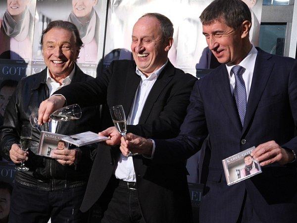 Novou desku Karlu Gottovi vPraze pokřtili Iva Milerová, ředitelka Supraphonu, společně smoderátorem Janem Krausem a průmyslníkem ipodnikatelem Andrejem Babišem.
