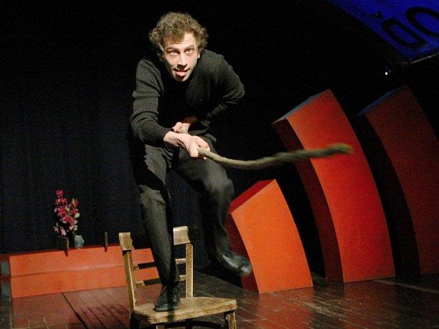 Beznadějně vyprodáno měl herec Jiří Maryško se svým divadlem Demago na lodi Tajemství ve Vaňově.
