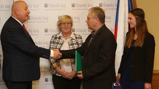Podpis koaliční smlouvy v Ústeckém kraji.