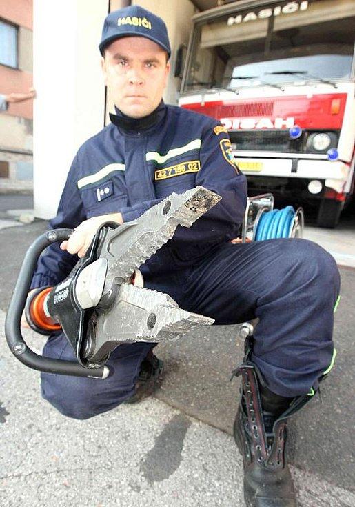 Dobrovolní hasiči z Velkého Března mají díky sponzorskému daru nové vyprošťovací zařízení