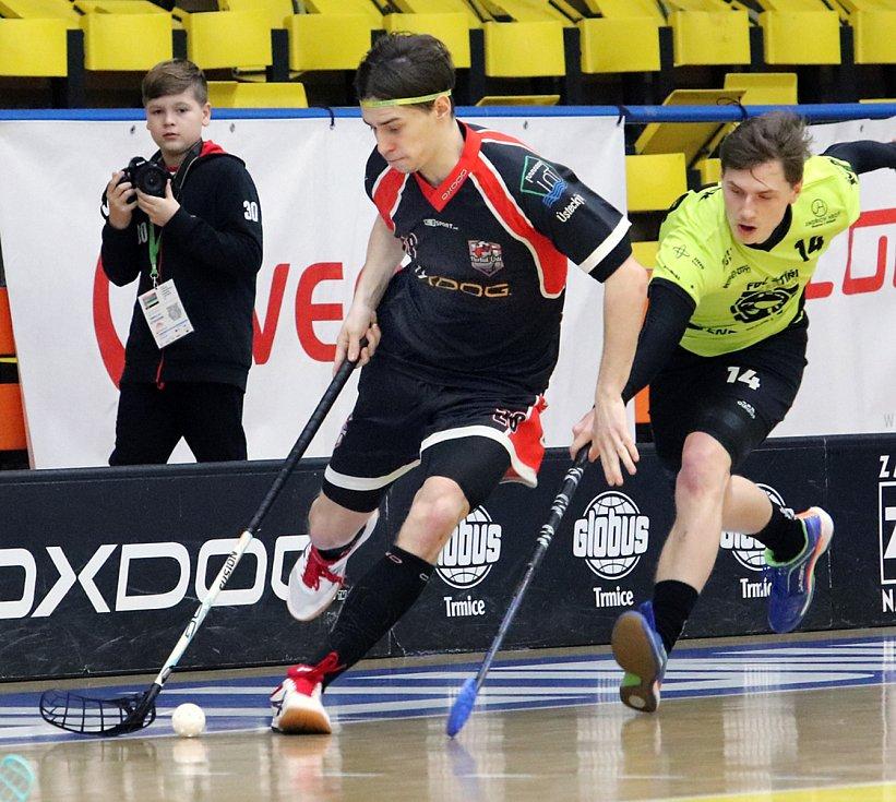 Ústečtí florbalisté (černé dresy) podlehli na domácí palubovce Českým Budějovicím a v tabulce 1. ligy spadli na sedmé místo.