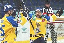 [19:37:49] Pavel Přibyl: Ústečtí hokejisté mají důvod k radosti, po roce se znovu představí ve finále prvoligové soutěže.