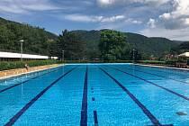 Co je nového v Ústí nad Labem: Koupaliště Brná nabízí bazény, tobogan i obří křeslo.