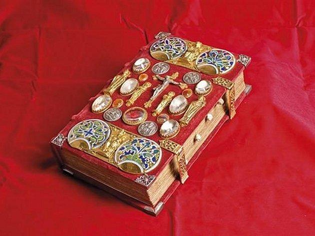 Strahovský evangeliář již má faksimile. K dispozici bude limitovaný náklad 199 kusů.