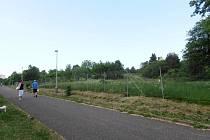 Zelená plocha se zaplní novými rodinnými domky. V současnosti tu jsou jen připravené inženýrské sítě.