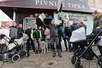 V pondělí se uskutečnil protest štamgastů restaurace Tipka na Klíši v Ústí nad Labem. Magistrát chce aby majitel restauraci zavřel a pozemek předal magistrátu. Proti tomu se postavil jak majitel, tak i stálí štamgasti a studenti z vysokoškolských kolejí