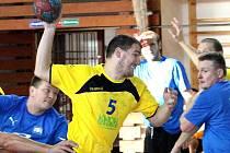Házenkáři ústecké Chemičky (žlutí) podlehli na turnaji dánskému Fjerritslevu 12:15.