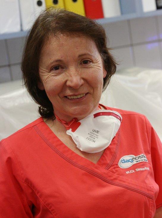 Laboratoř na ústeckém Střekově. Vedoucí lékařka klinické mikrobiologie Olga Simkovičová