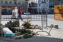 Propadlá zem na Mírovém náměstí