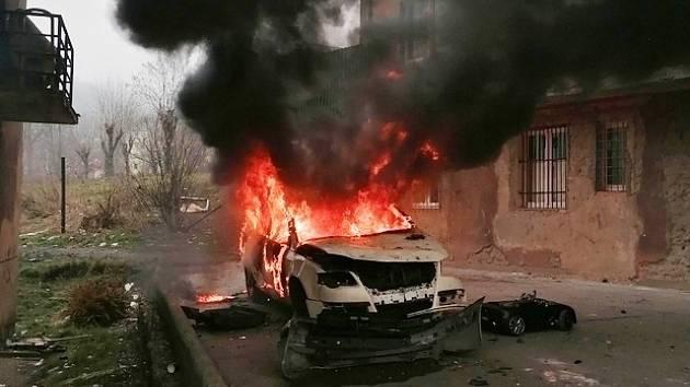 Požár automobilu v ústecké Ulici Práce