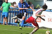 Fotbalisté Střekova prohráli v Bílině (modří) 1:3.