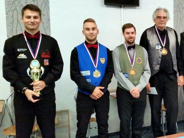 Nejlepší hráči šampionátu zleva: Mistr ČR Marek Faus, stříbrný Adam Kozák, bronzoví Janis Ziogas a Jan Frieda.
