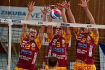 Volejbalistům Ústí (v modoržlutém) snaha nestačila, Liberec v derby nezaváhal.