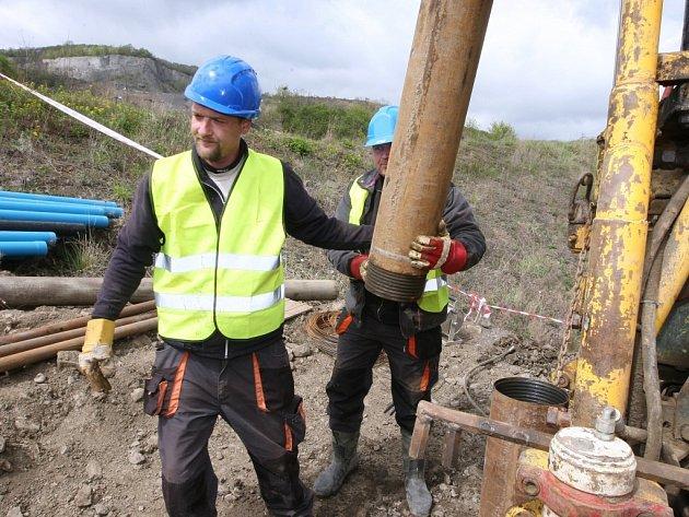 Na sesuvu u dálnice D8 budou několik týdnu pracovat geologové.
