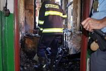 Přízemí rodinného domu zachvátily plameny.