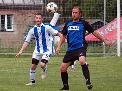 Druhý bod v letošní sezoně vybojoval nováček 1.B třídy z Tisé (modří).