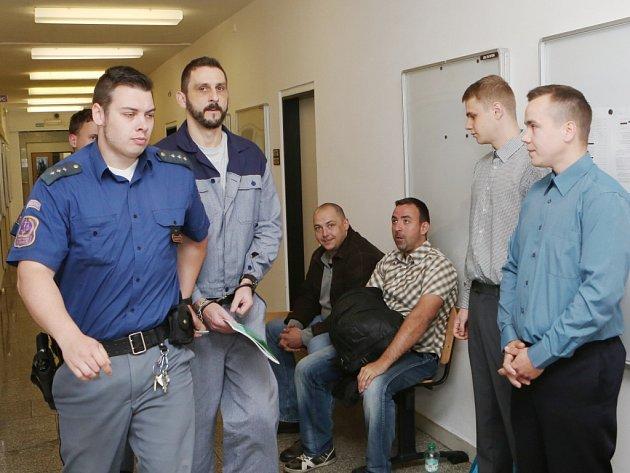 Drogoví dealeři u krajského soudu v Ústí nad Labem