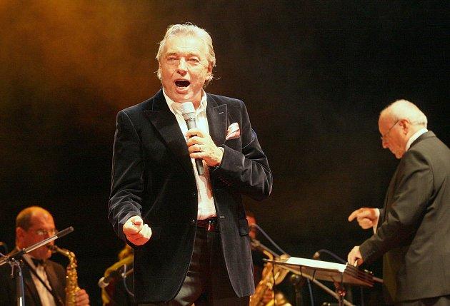 Koncert k 70. narozeninám Karla Gotta na zimním stadionu v Ústí nad Labem v roce 2009