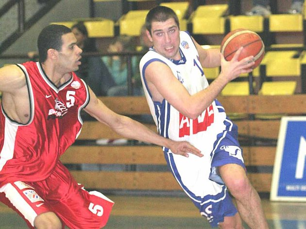 Ústečtí basketbalisté (Eisner vpravo)