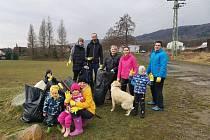 V okolí Libouchce se zapojili dobrovolníci do akce Ukliďme Česko.