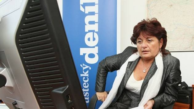 Hejtmanka kraje Jana Vaňhová při on-line rozhovoru v redakci Deníku.