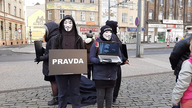 Veganští aktivisté vytvořili v centru Ústí kostku
