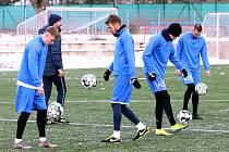 Fotbalisté FK Ústí nad Labem absolvovali ve středu první trénink roku 2021 na umělé trávě městského stadionu.