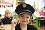 Předvánoční dopoledne s policejní prevencí vyplnily Zuzka a Valérie.