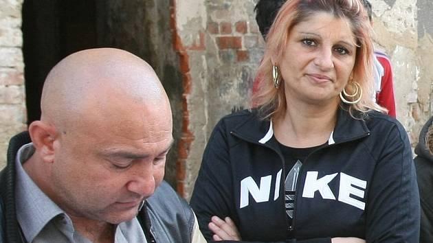 Marta Buncíková (na snímku) je manželkou Klementa Buncíka, který vlastní v Předlicích dům. Ten je v havarijním stavu a početná romská rodina se z něj musela vystěhovat.