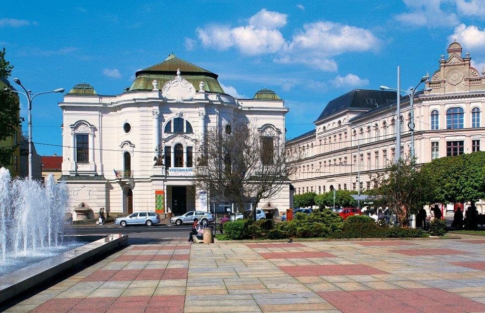 Pohled na městské divadlo.