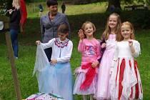 Pohádkový park na rozloučenou se školním rokem připravili pro děti na zámku ve Velkém Březně ve spolupráci s místní základní školou.