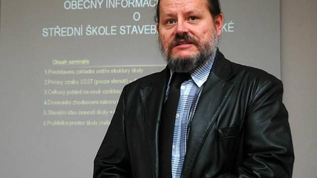 """Vítězslav Štefl, ředitel """"nové"""" školy, si sloučení škol pochvaluje. Vrací se zájem o řemeslné obory."""