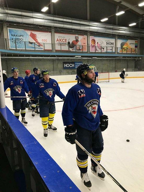 Hokejisté Slovanu Ústí nad Labem vyjeli poprvé v přípravě na novou sezónu na led v Teplicích.