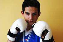Teplický rodák Michal Němeček patří už v osmnácti letech k nejlepším kickboxerům v Česku. Z nedávného US Open si do sbírky medailí přivezl stříbro a bronz.