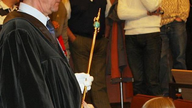 Na ústecké univerzitě včera podruhé promovali studenti dětské univerzity. Diplom a index převzalo celkem jedenašedesát dětí.