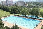 Snímek z doby, kdy ještě venkovní bazén fungoval.