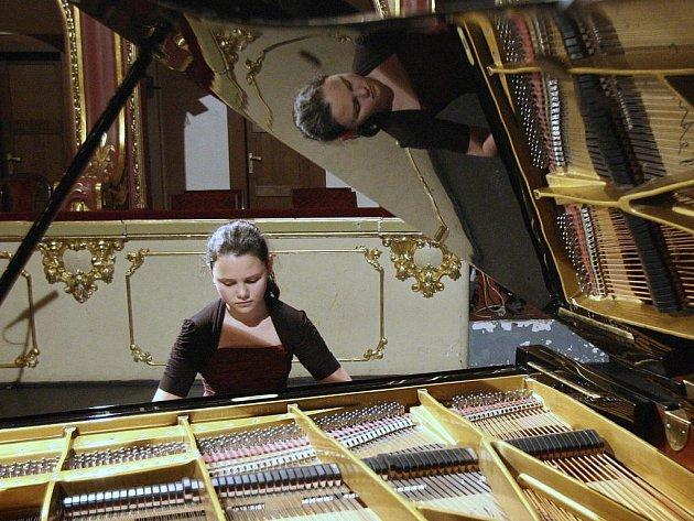 """Dítě, klavír, klasika. Rozumí-li si """"ti tři"""" dokonale, je to na vítězství v soutěži."""