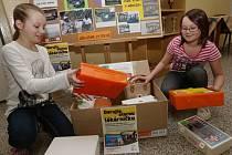 Školáci ve Velkém Březně sbírají vyřazené autolékárničky, aby mohli pomáhat v Africe.