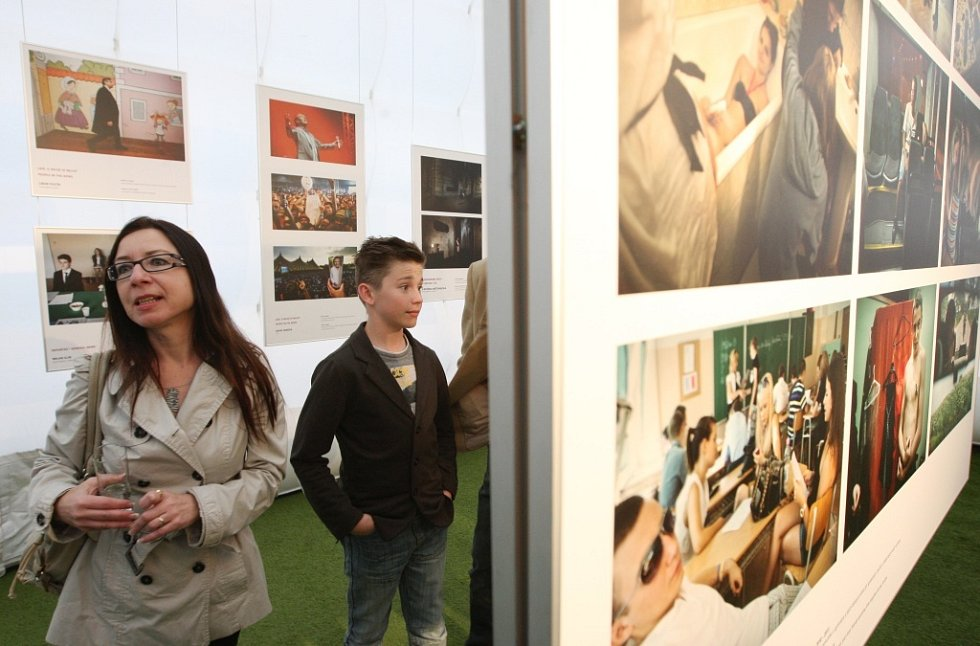 Výstava je na Lidickém náměstí do neděle 11. května vždy od 10 do 22 hodin.