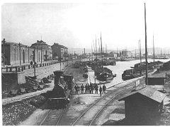 Přístav v roce 1914 býval plný.