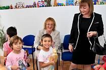Ivana Zemanová darovala opuštěným dětem 50 tisíc korun.